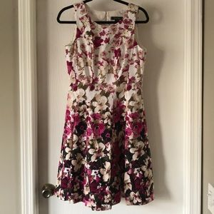 White House black market floral dress POCKETS